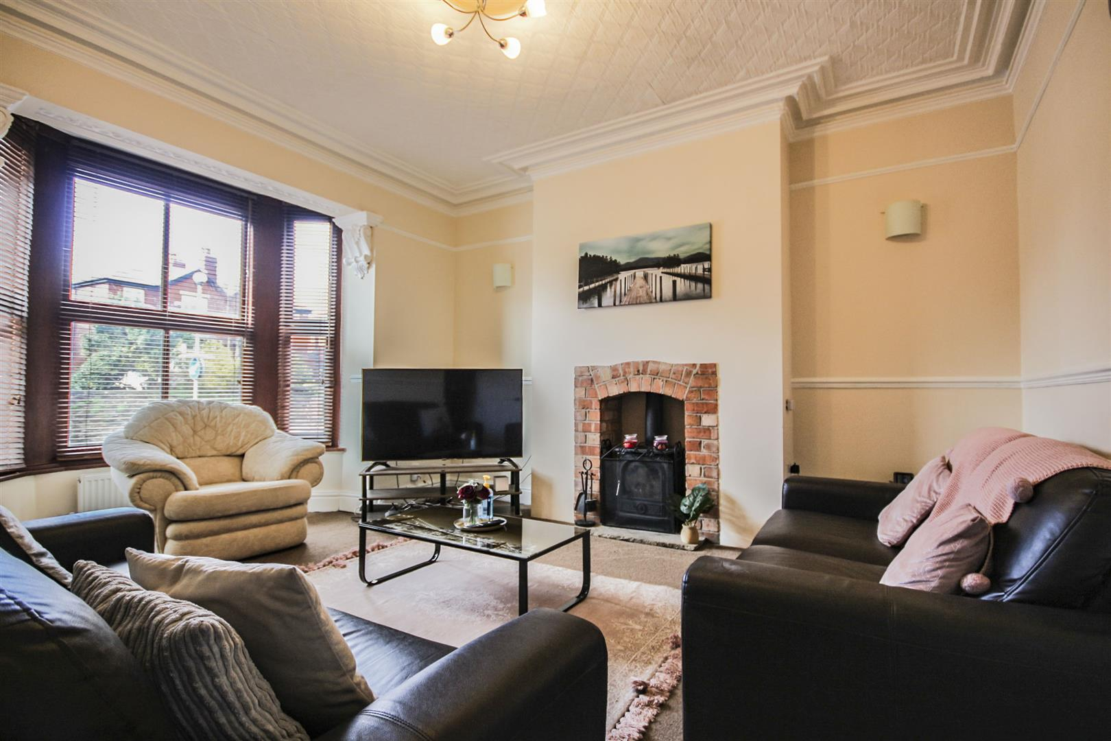 5 Bedroom Mid Terrace House For Sale - Main Image
